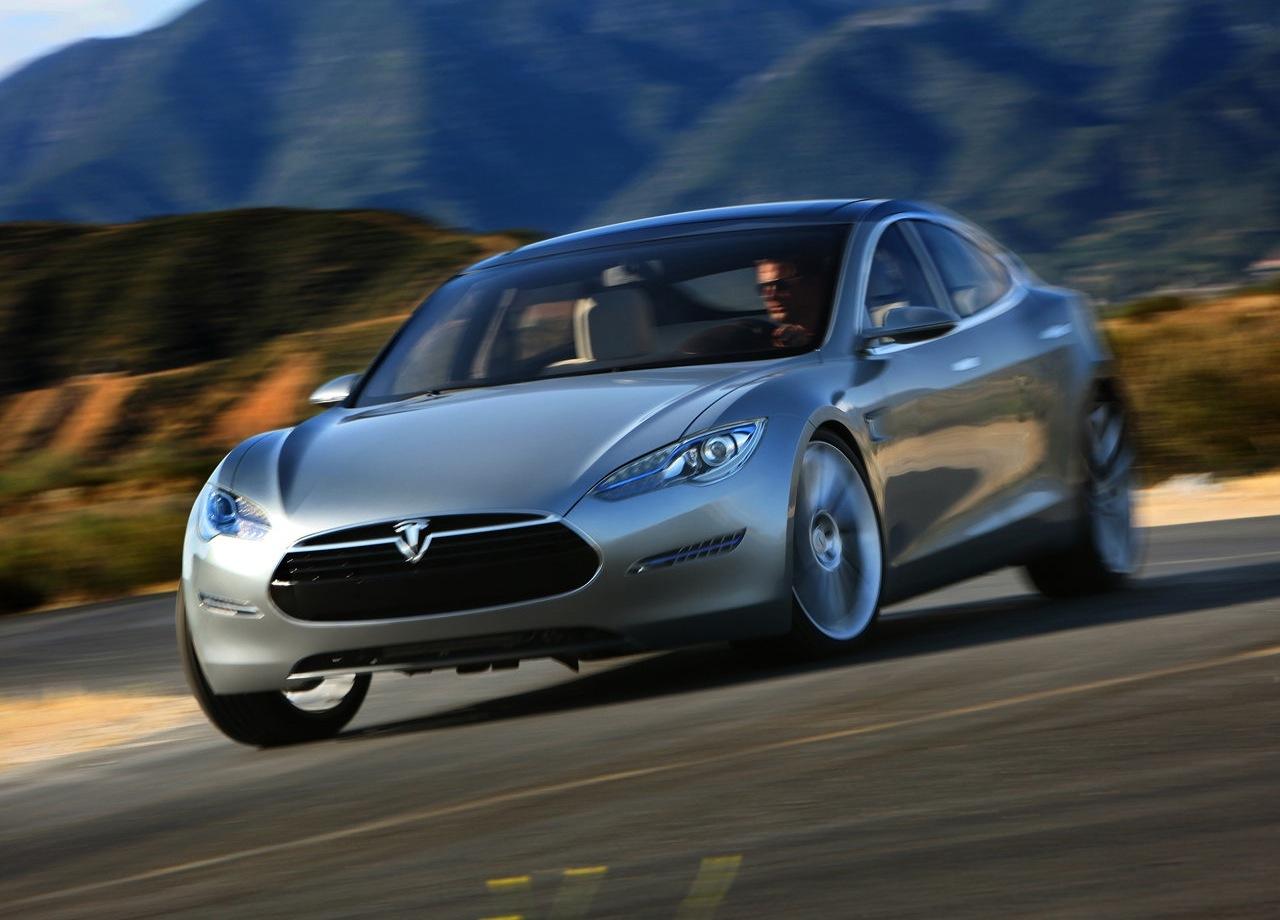 Tesla обвиняется в непроизвольном ускорении