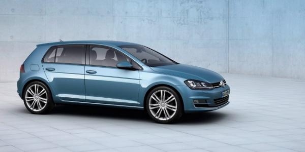 Volkswagen научит Golf получать энергию от розетки