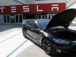 Барнаульские автолюбители испытали электромобиль Tesla model S сибирскими морозами