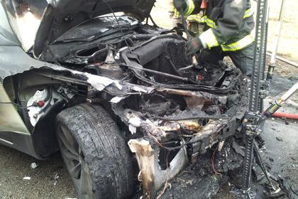 Пожар уничтожил третий электромобиль Tesla за месяц