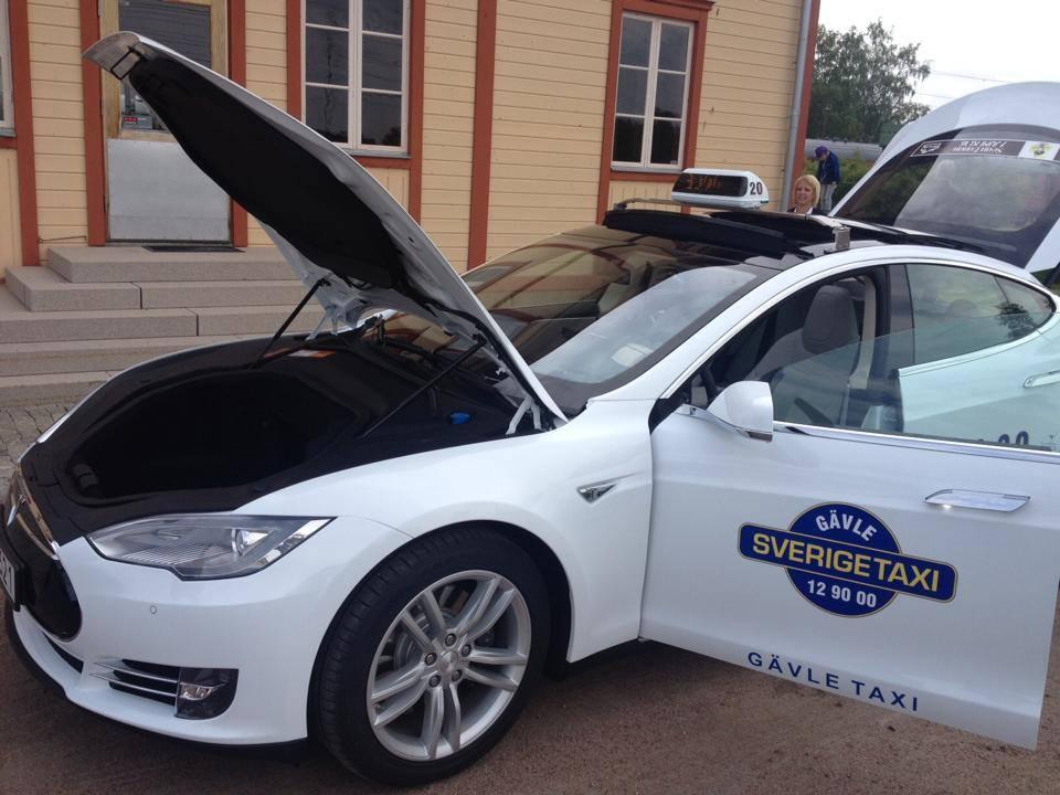 Tesla Model S в такси