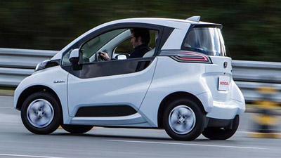 """Honda """"учит"""" парковаться свой электромобиль при помощи смартфона."""