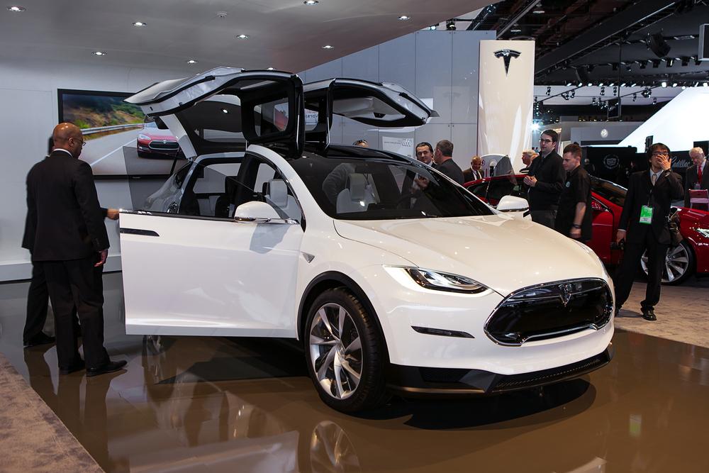 Tesla не справится с ажиотажем вокруг модели X