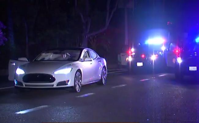 Полиция возвращает угнанный Model S благодаря Tesla App