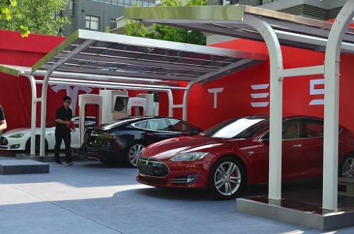 Tesla займётся развитием сети зарядных станций в Китае совместно с China Unicom