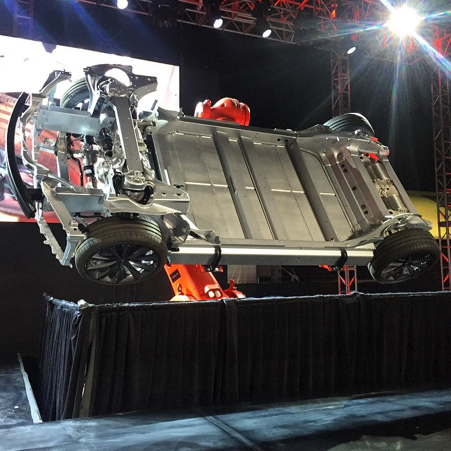 Tesla Motors представила полноприводную Model S, 3.2 сек. до 100 км/ч и другие улучшения