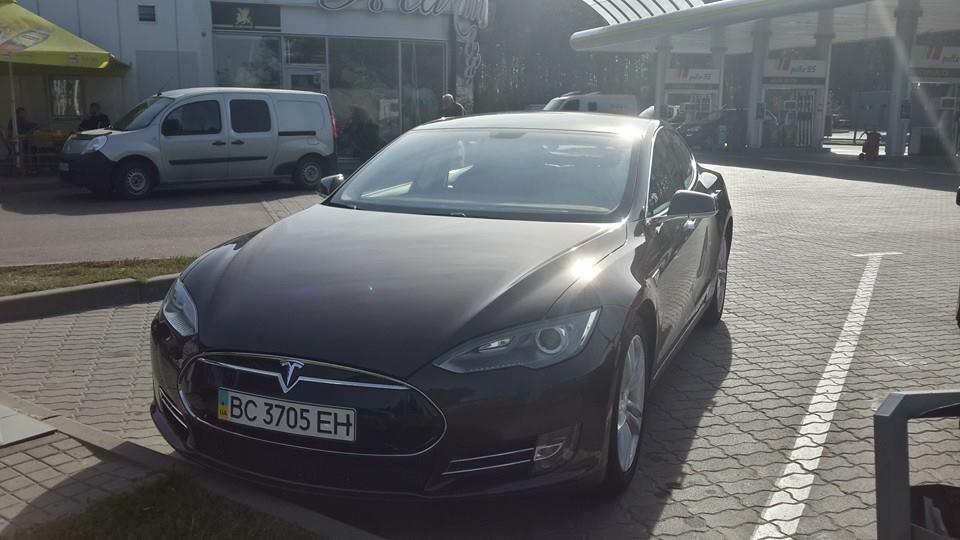 Украинский рекорд Tesla: из Львова в Киев — без подзарядки
