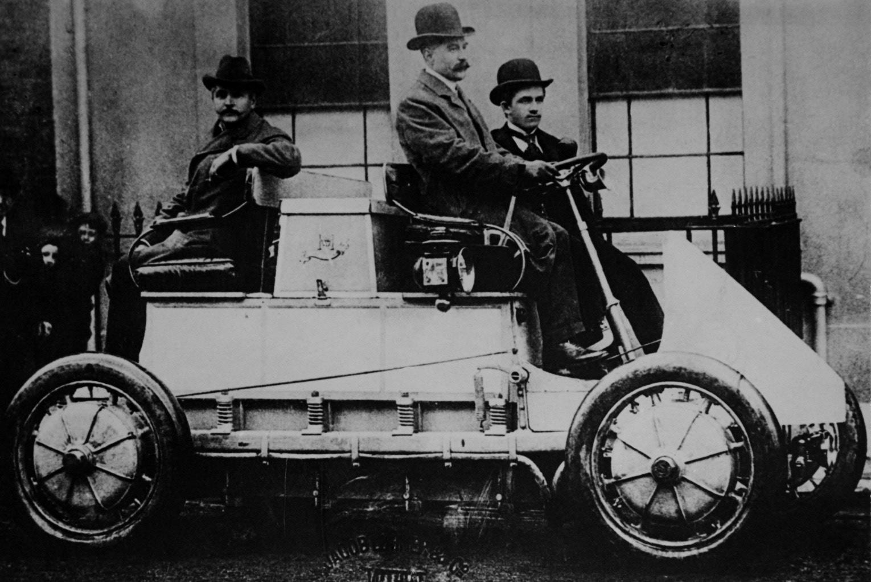 Первый в мире электрический Porsche обнаружили через сто лет в сарае