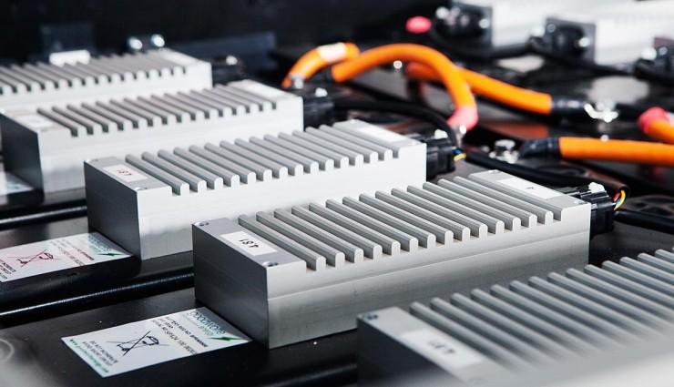 Новая батарея заряжается на 70% за 2 минуты и служит 20 лет