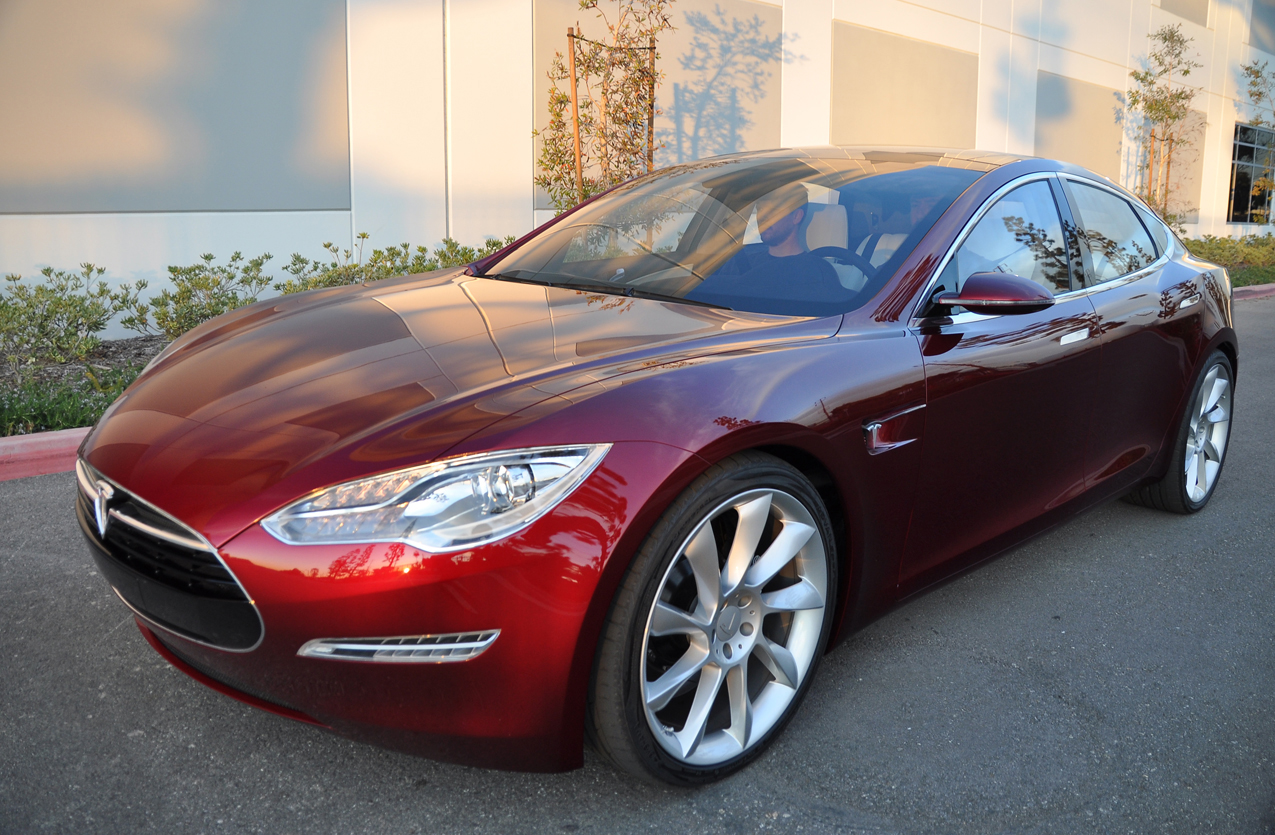 Porsche, Mercedes и Audi работают над созданием конкурентов электрокарам Tesla