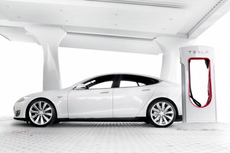 Почему Tesla Model S вновь лучший автомобиль года?
