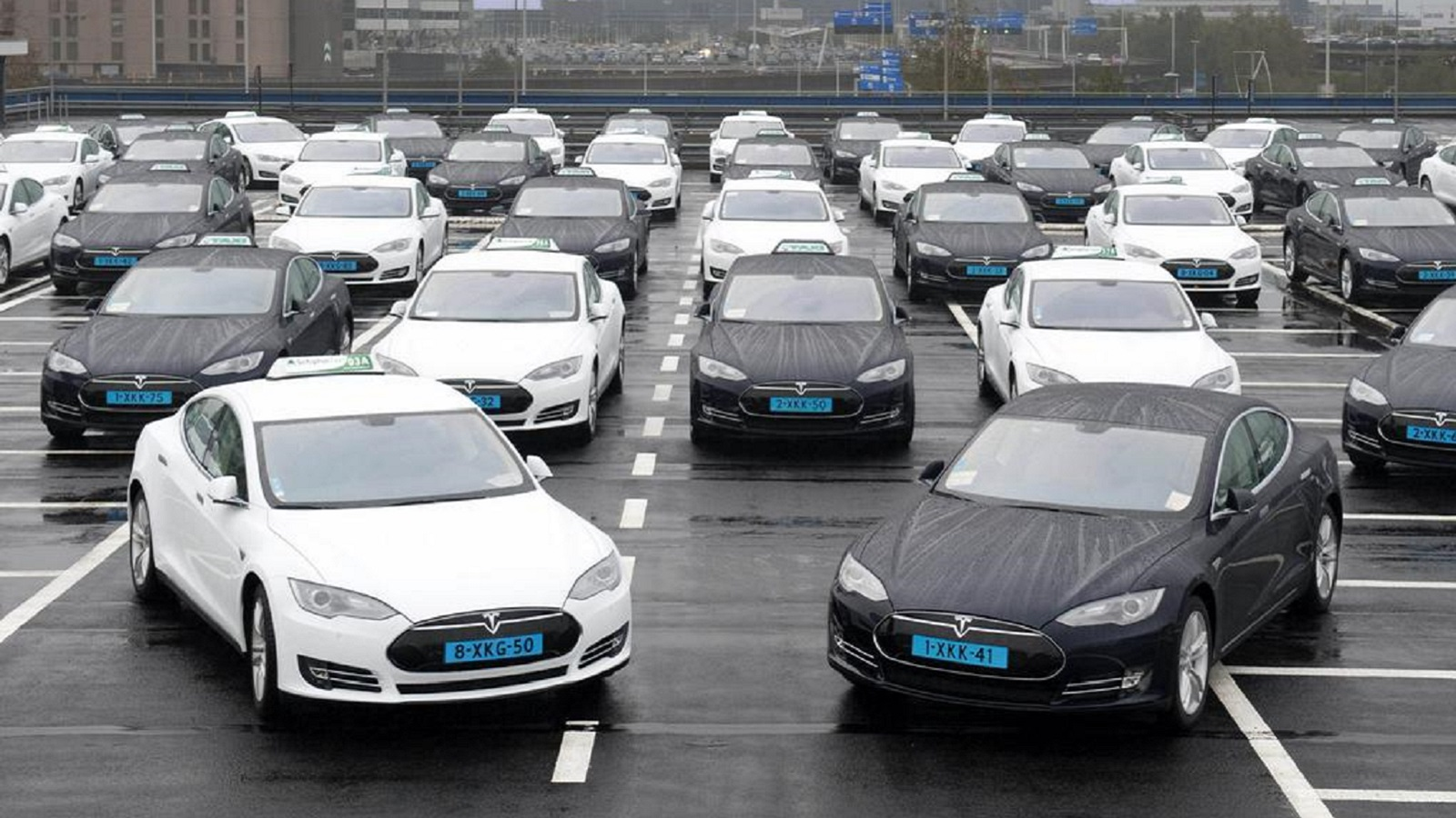Амстердам будет встречать гостей на Tesla