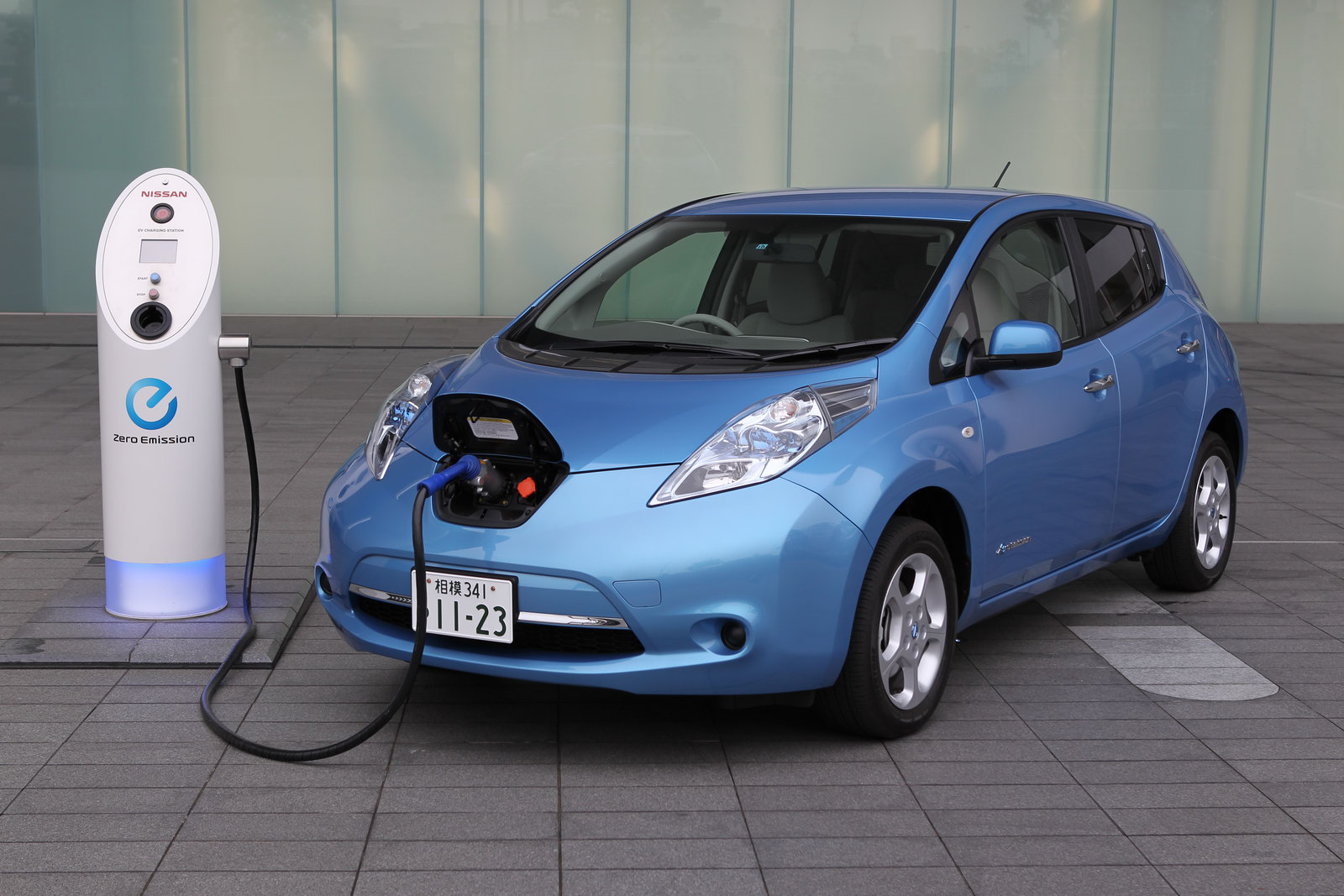 Nissan Leaf решит проблему электромобилей
