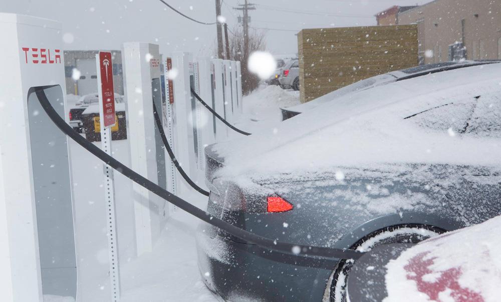 Tesla Model S в суровых условиях зимы