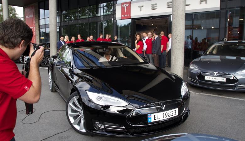 Норвегия вышла в мировые лидеры по числу электромобилей