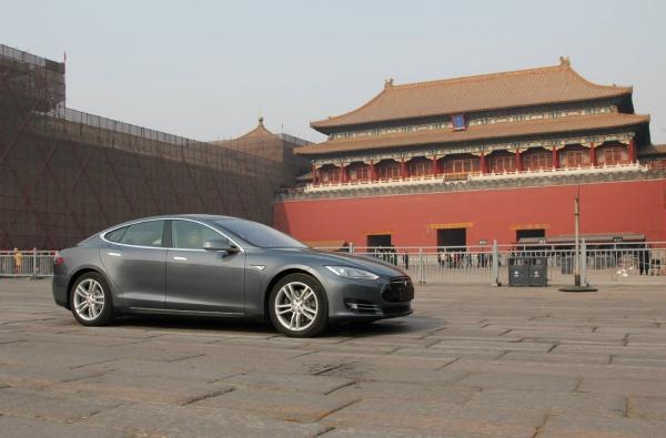 Обменяй старый автомобиль на новую Tesla Model S! Если ты в Китае…
