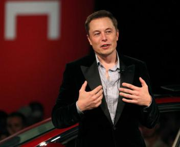Apple переманивает специалистов Tesla длинным долларом