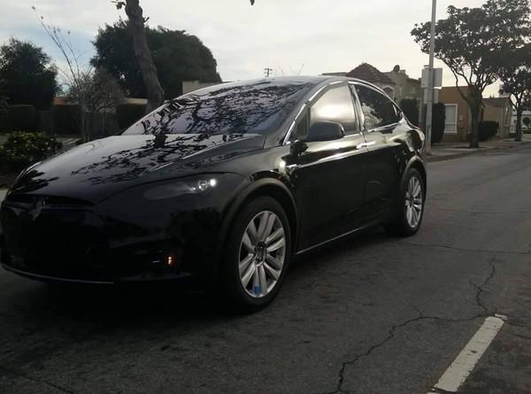 Серийный кроссовер Tesla Model X был замечен на дороге