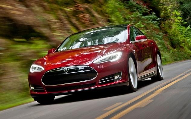 Tesla Motors: будущее за мощными электромобилями