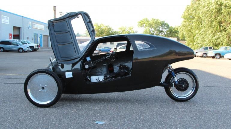 На Kickstarter идет сбор средств на выпуск Raht Racer – гибрида электромобиля и веломобиля