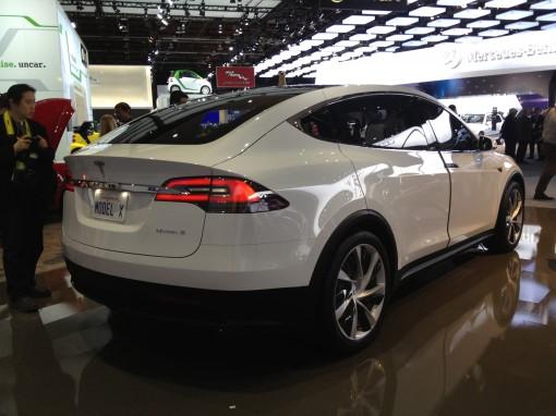 Электромобиль Tesla Model X появится в продаже этим летом