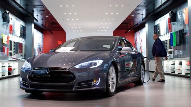 Tesla обещает показать «народный» электромобиль в марте 2016 года