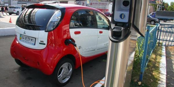 Профильный комитет одобрил снятие пошлин с электромобилей