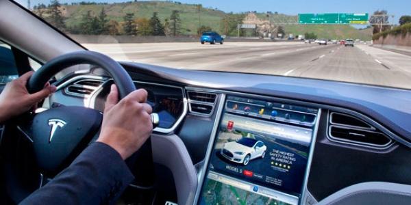Возможно ли отключить электромобиль Тесла во время движения