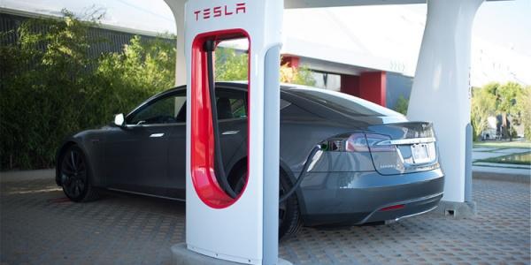 Злоупотребление владельцев Тесла частой зарядкой электромобиля