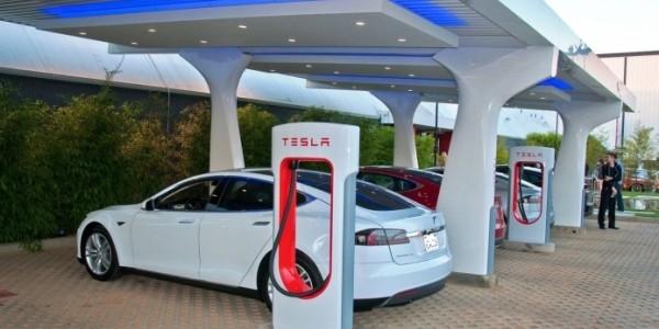 Договор между компания Tesla Motors и LG Corp о поставке аккумуляторных батарей