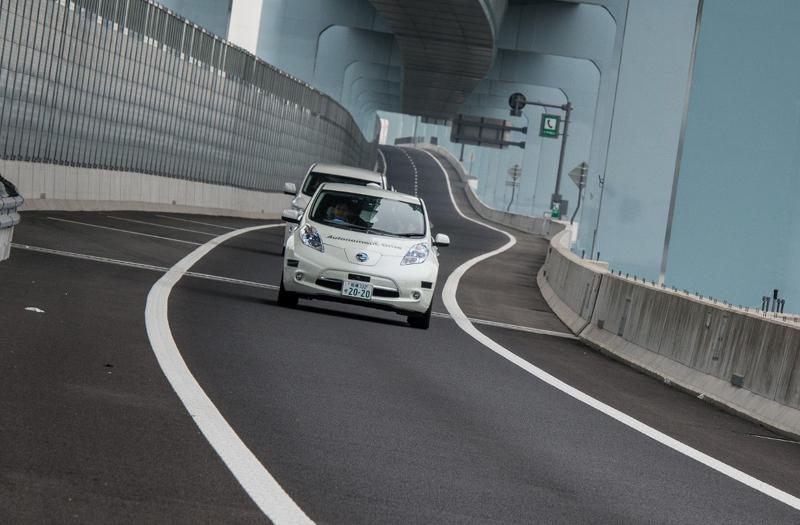 Nissan оснастили свой электромобиль автопилотом
