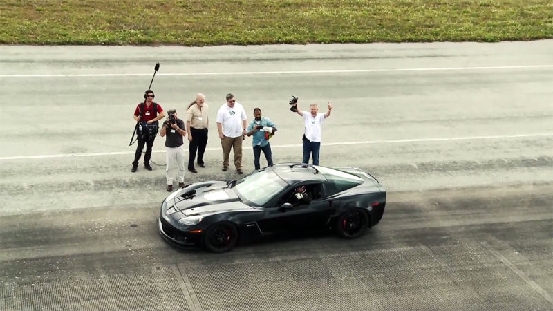 Электрический Corvette устанавливает мини рекорд в 186,8 миль в час