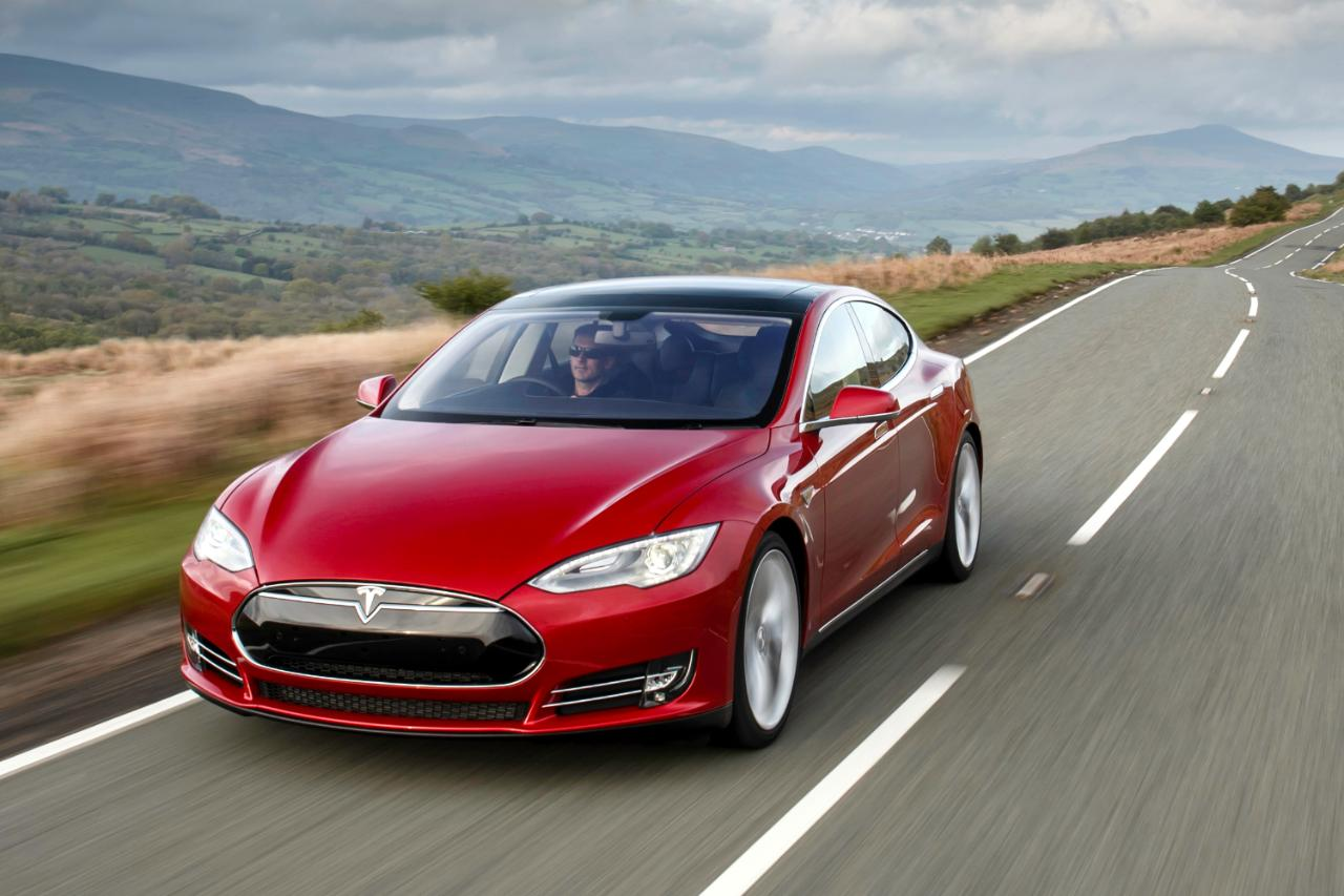 На курорт Медеу не пропустили электромобили Tesla