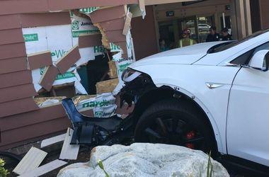 Очередная авария с участием Tesla Model X