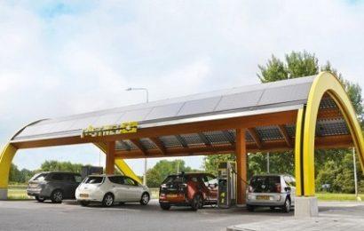 В Голландии установили на зарядных станциях солнечные панели