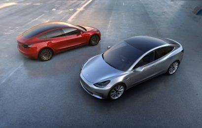 Tesla Model 3 может дрифтовать