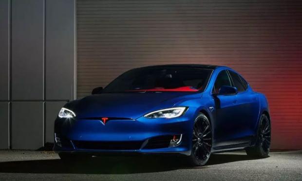 Tesla Model S Супер тюнинг